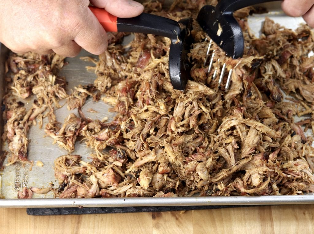 Using meat claws to Shred Pulled Pork