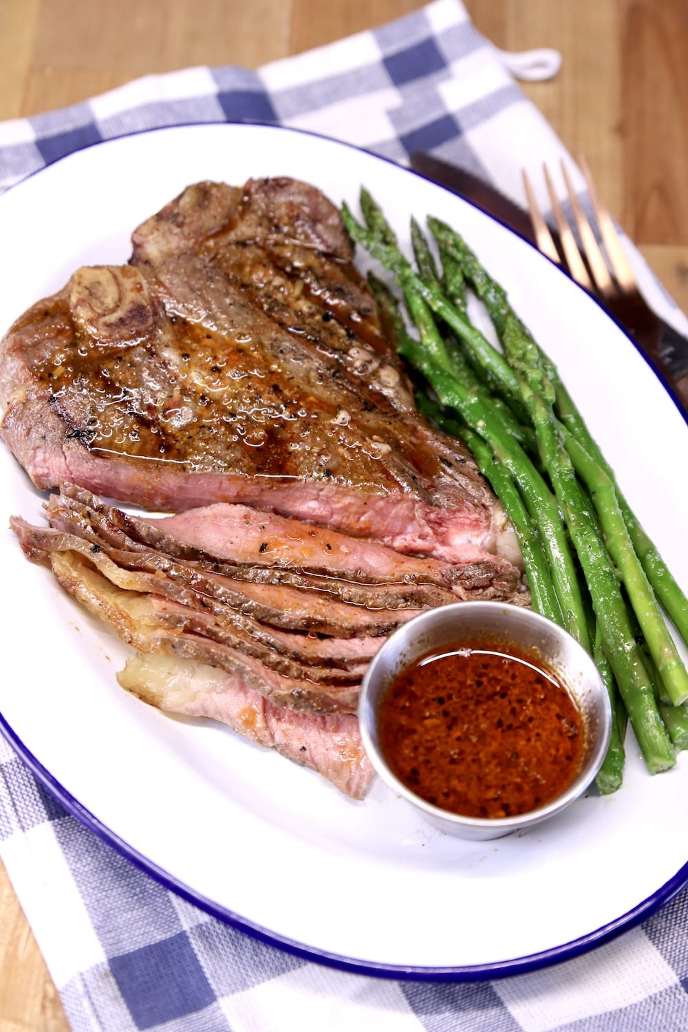 Grilled T-Bone Steak with homemade sauce and asparagus