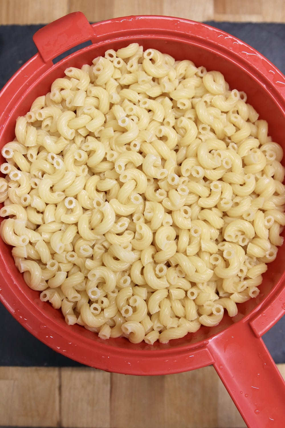 macaroni in a red strainer
