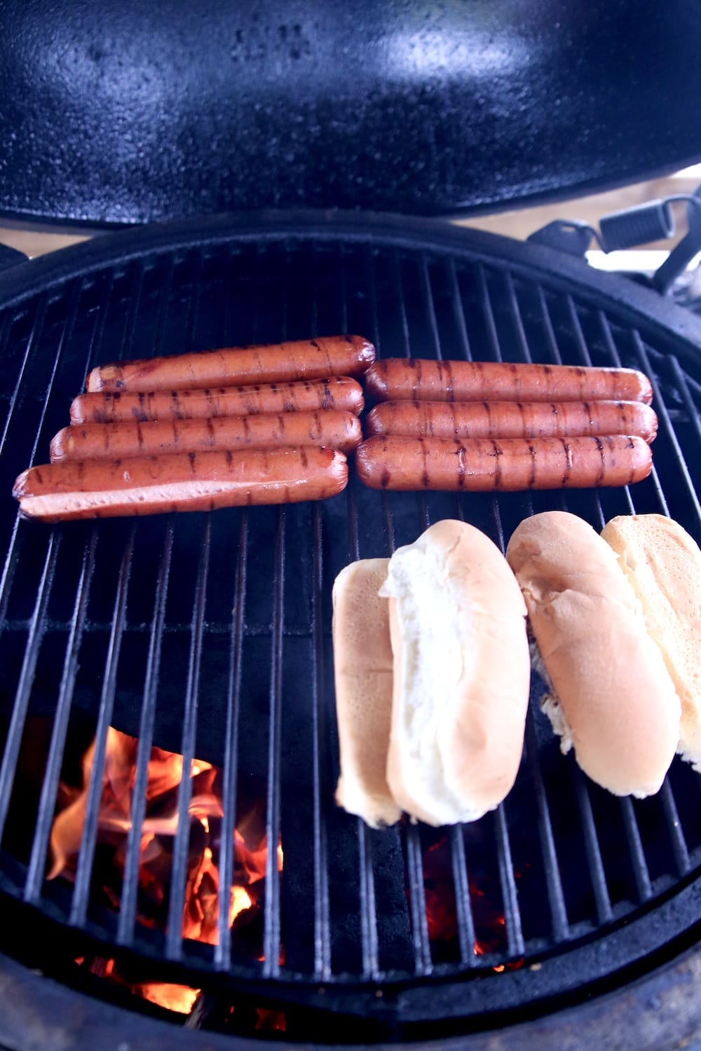 Grilling hot dogs and buns