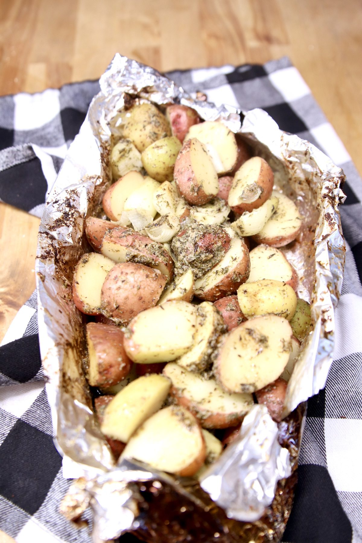 foil packet baby potatoes with garlic butter