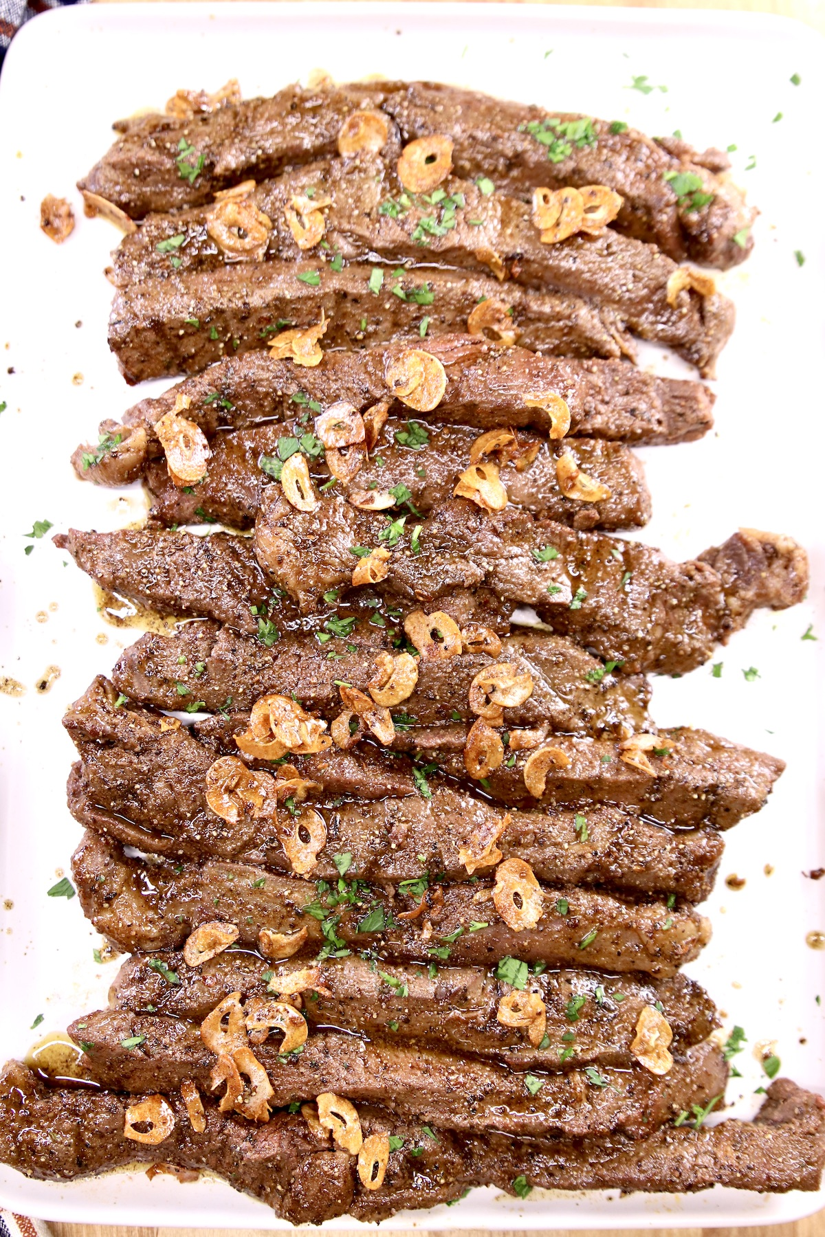 steak tips with parsley and garlic chips